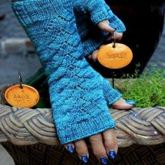Gorgeous Herbaceous Mitt Free Knitting Pattern...love these!  Need someone to make these for me