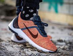 Découvrez la Nike Lunarestoa 2 SE Bright Crimson, une running orange avec une partie supérieure en textile tricoté et sans coutures.