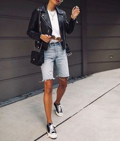 Short Outfits, Summer Outfits, Casual Outfits, Bermuda Shorts Outfit, Denim Shorts Outfit Summer, Mode Shorts, Denim Fashion, Fashion Outfits, Fashion Weeks