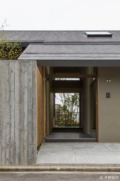 """""""家づくりを楽しもう"""" 住まいの写真で人をつなぐ新感覚ソーシャルネットワーク House Front Door, House Entrance, My House, Front Doors With Windows, Entrance Design, Townhouse, Ideal Home, Minimalism, Exterior"""