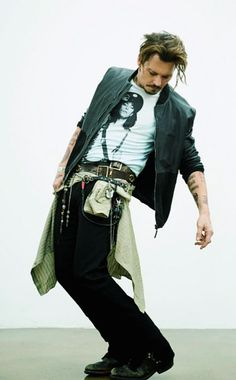 Okay look I know that this is Johnny Depp and I know that he is wearing of course mens clothing however i mean look at is belts! and those boots are simply perfection! I want to female this outfit up and wear it everywhere! Young Johnny Depp, Here's Johnny, Hot Actors, Actors & Actresses, Eduardo Scissorhands, Jonh Deep, Barnabas Collins, The Hollywood Vampires, Johnny Depp Pictures