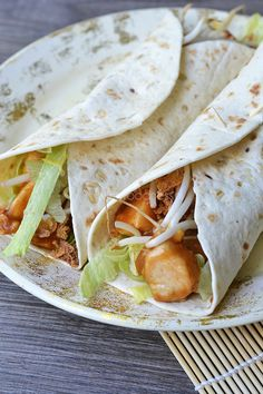 OMF's Studentenkeuken: Wraps met kipsaté Pasta Dinner Recipes, Easy Pasta Recipes, Easy Meals, Healthy Meals For Kids, Good Healthy Recipes, Healthy Food, Food Vans, Lunch Wraps, Tacos And Burritos