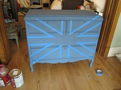 meg made designs: Painting a Union Jack/British Flag on a dresser tutorial Acrylic Furniture, Hand Painted Furniture, Distressed Furniture, Repurposed Furniture, Painting Furniture, Union Jack Bedroom, Union Jack Dresser, Furniture Makeover, Diy Furniture