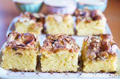 Dette er en god og stor oppskrift på eplekake. Eplekjekt! Kaken kan du dele opp i passe store firkanter og ha i fryseren. Sett et frossent kakestykke et par minutter i mikroen - og vips - så har du perfekt temperert eplekake klar til servering, gjerne med en kule vaniljeis. Krispie Treats, Rice Krispies, Scones, Granola, Vanilla Cake, Baking Recipes, Goodies, Sweets, Cooking