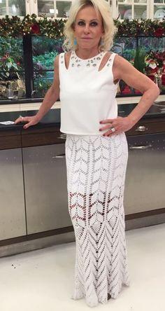 SAIA LONGA DE CROCHÊ ANA MARIA BRAGA Modelo criado pela artesã Erika Vilas Boas Um lindo look , abaixo segue sugestões de  pontos para ...