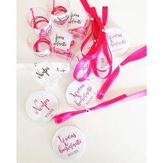 """""""Η νύφη"""" Candy Bachelorette Kit  Bachelorette Candy Kit για τη μέλλουσα νύφη αλλά και για τις φίλες της! Ατομικά σακουλάκια με 1 κονκάρδα, 1 κολιέ σφηνοπότηρο και 1 wish ribbon. Το σακουλάκι της νύφης έχει 2 wish ribbon, 1 στο χρώμα που θα επιλέξετε και 1 λευκό με εκτύπωση Bride. Candy, Bride, Wedding, Shopping, Instagram, Wedding Bride, Valentines Day Weddings, Bridal, Sweets"""