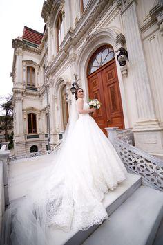 Just Married, Vogue, Wedding Photography, Bride, Wedding Dresses, Fashion, Haute Couture, Wedding Bride, Bride Dresses