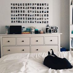 Zimmer Bedroom - Apartment - Should You Get Help With You White Wall Bedroom, Bedroom Setup, Room Ideas Bedroom, Home Decor Bedroom, Diy Bedroom, Bedroom Inspo, White Walls, Diy Room Decor For Teens, Cute Room Decor