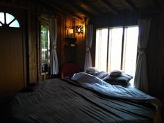 La cabane l'ourson love du refuge des 3 ours, à Essuiles, à une demi-heure de Beauvais !  #cosy #cabane #insolite #beauvais
