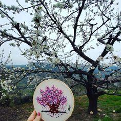 Bordado a mano del cerezo en el Jerte, Extremadura