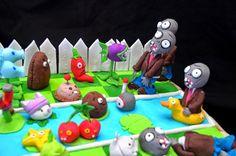 Hace varios años ya jugué a éste juego. Comencé por curiosidad y luego me enganché de tal forma que terminé el juego en muy poco tiempo!  ... Plants Vs Zombies, Plant Zombie, Cute Cakes, Halloween Party, Triangle, Decor, Zombies, Cold Porcelain, Ornaments