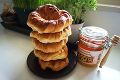 covrigi cu unt si miere Unt, Romania, Bread Recipes, Pancakes, Cooking, Breakfast, Food, Kitchen, Essen