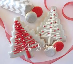 Beautiful silver and red Christmas cookies by nell