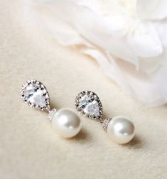 Pearl Bridal Earrings, Pearl Wedding Jewelry, #weddingjewelry #bridesmaidgift #bridalearrings #bridesmaidearrings #bridaljewelry #weddingearrings #pearlbridalearring #pearlearrings #pearljewelry #ivorypearlearrings #swarovskipearl #whitepearlearrings #bridesmaidjewelry