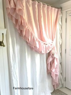 Shabby Chic Home Decor Style Shabby Chic, Shabby Chic Kitchen, Shabby Chic Homes, Shabby Chic Decor, Ruffle Shower Curtains, Shabby Chic Shower Curtain, Living Vintage, Country Chic Cottage, Shabby Chic Furniture