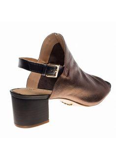 Sandália de couro metalizado, sem forro. Salto de 5 cm. Cristófoli verão 2015.