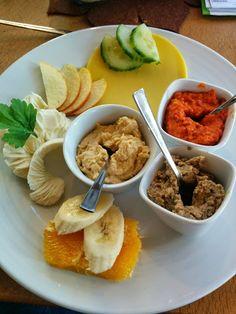Tanja brunchte komplett vegan mit Mama im Restaurant: http://7-bergen.blogspot.de/2015/01/vegan-wednesday-123.html
