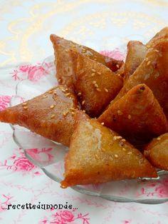 Coucou les z'amis ! Voici une de nos Pâtisseries préférées ! Nous en avions fait pour nos fiançailles !!! Celles ci ont été réalisées par mon Mari qui à attrapé le virus de la pâtisserie en ce mois sacré de Ramadan! Bien que rentrant sur les genoux du...