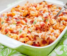 Pasta con pancetta e scamorza Bacon Pasta Bake, Macaroni N Cheese Recipe, Slow Cooker Recipes, Cooking Recipes, Beef Recipes, Beef And Potato Stew, Ham Casserole, Stewed Tomatoes, Big Meals