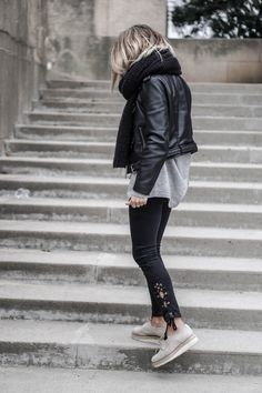Camille Callen wears the leather jacket trend with a pair of alternative style lace up jeans and a knit scarf here, creating a trendy and edgy monochrome look. Street Style 2016, Looks Street Style, Looks Style, Cute Fashion, Look Fashion, Daily Fashion, Winter Fashion, Mode Outfits, Casual Outfits