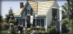 Deluxe Victorian    With its authentic design, this unit looks and feels like a real miniature house.