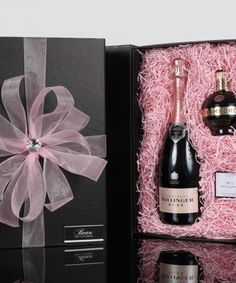 MOTHER'S DAY GIFTS MOTHER'S DAY GIFTS For special mums who appreciate the finer things in life - Luxury pamper hampers and gift shopping by Beau Gift Concierge. We renound for creating bespoke gifts based on your mum's likes, so why not fill in the form below and let