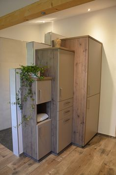 Badezimmer Schränke in Eiche, kombiniert mit grauen Fronten. Lockers, Locker Storage, Divider, Wellness, Cabinet, Room, Furniture, Home Decor, Oak Tree