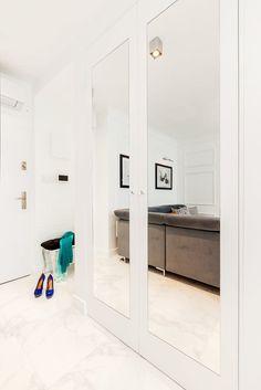 Jasny przedpokój z pojemną szafą Decoration, Alcove, My House, Bathtub, House Design, Bathroom, Furniture, Home Decor, Ideas