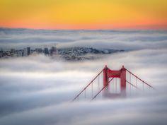 Asombrosas fotografías del Golden Gate cubierto de niebla.