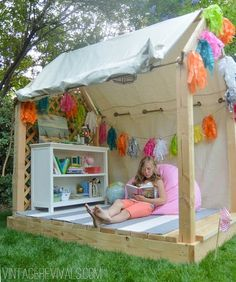 28 DIY Reading Nook Playhouse for Summer: DIY outdoor play area ideas for summer and kids play house/tent ideas. Outdoor Activities for kids Backyard Playhouse, Build A Playhouse, Playhouse Ideas, Outdoor Playhouses, Pallet Playhouse, Simple Playhouse, Wooden Playhouse, Childrens Playhouse, Outdoor Playset