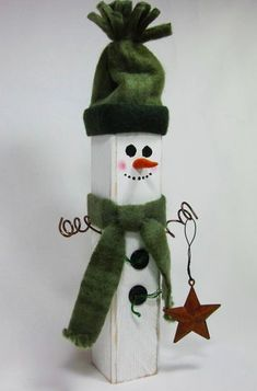 Wooden Snowman Shabby Home Decor Sage Hunter Green Christmas Wood Crafts, Christmas Art, Christmas Projects, Holiday Crafts, Christmas Holidays, Christmas Ornaments, Father Christmas, Christmas Wreaths, Decoracion Navidad Diy
