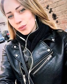 Leather Jackets, Leather Pants, Black Leather, Leather Outfits, Biker Chic, Portraits, Leather Earrings, Rock Style, Rock Fashion