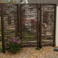 Simple backyard privacy fence ideas on a budget (23)