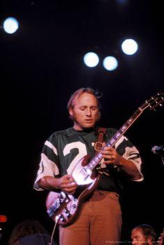 Stephen Stills - a greatly underrated guitarist 70s Music, Music Icon, Live Music, Rita Coolidge, Gibson Sg Standard, Crosby Stills & Nash, Stephen Stills, Acoustic Music, Thing 1
