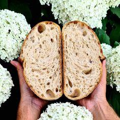 """Páči sa mi to: 34, komentáre: 1 – Majo (@muz_v_zastere) na Instagrame: """"Už veeeeľmi dávno som vám nepridal žiadny môj kváskový chlebík.❤️❤️❤️ Pritom pečiem v jednom kuse.…"""" Bread, Instagram, Food, Brot, Essen, Baking, Meals, Breads, Buns"""
