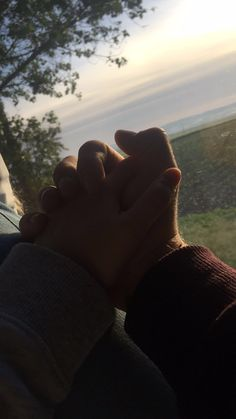 🌻💖Pinterest : dannyjk Relationship Goals Pictures, Cute Relationships, Cute Couples Goals, Couple Goals, Couple Photography, Photography Poses, Cute Couple Pictures, Couple Photos, Tumblr Love