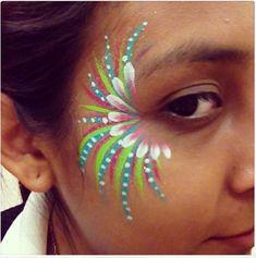 Herzdame Make-upOriginell zum Fasching schminken -Ideen zum Betonen der Augen + VIDEO Meerjungfrau Make-up Idee Augenschminke Fasching Schminktipps ΙΔΕΕΣ FACE PAINTING ΓΙΑ ΠΑΙΔΙΑ - Ιδέες για όλα. Face Painting Images, Face Painting Flowers, Adult Face Painting, Face Painting Designs, Diy Face Paint, Body Painting Festival, Make Carnaval, Human Body Art, Body Glitter