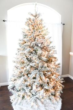 How to flock a Christmas tree – create a snow effect on your artificial tree with this easy DIY Flocking Tutorial. Christmas Tree With Snow, Christmas Tree Crafts, Country Christmas, Christmas Tree Decorations, Christmas Home, Christmas Holidays, Merry Christmas, Christmas Ideas, Holiday Decor