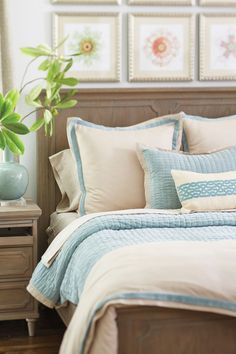 How to arrange pillows on your bed