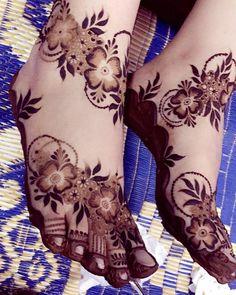 Booking for henna services pls Ain,UAE Khafif Mehndi Design, Mehndi Designs Feet, Henna Art Designs, Mehndi Designs For Girls, Mehndi Design Pictures, Wedding Mehndi Designs, Mehndi Images, Latest Arabic Mehndi Designs, Indian Mehndi Designs