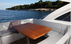 Beneteau Gran Turismo 38: Pull up two director's chairs and you can seat eight for dinner.