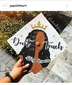 Graduation Cap Designs, Graduation Cap Decoration, High School Graduation, College Graduation, Graduation Caps, Graduation Ideas, Grad Pics, Graduation Pictures, Abi Motto