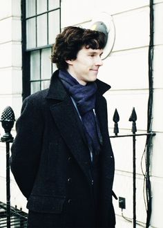 Oh how I would love to be that scarf, what a lucky scarf.