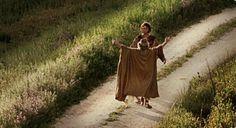 Das Gleichnis vom verlorenen Sohn: Der Vater läuft dem wieder heimkehrenden Sohn mit ausgestreckten Armen entgegen. Worin liegt deiner Meinung nach die Barmherzigkeit des Vaters?