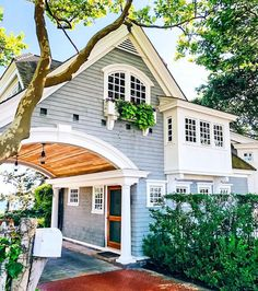 If you are looking for Modern Farmhouse Exterior Design Ideas, You come to the right place. Below are the Modern Farmhouse Exterior Design Ideas. Villa, Modern Farmhouse Design, Modern Farmhouse Exterior, Modern Cottage, Farmhouse Decor, Inviting Home, Dream House Exterior, Farm House Exteriors, Beach Cottage Exterior