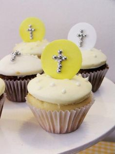 Catering completo, mesas dulces y tortas para 1° comunión... 1 en ... Communion, Cupcake, Google, Party, Desserts, Food, Candy Stations, First Holy Communion, Christening
