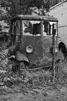 Abandoned car in a mining ghost town in Jerome, Arizona. Photo credit by Tim Clarke on Flickr.