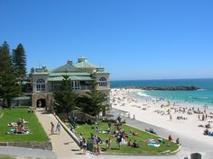 Cottesloe beach, Perth :) Can you believe we have such pristine beaches within the city area? Melbourne, Sydney, Brisbane, Moving To Australia, Australia Living, Australia Travel, Cairns, Tasmania, Cottesloe Beach