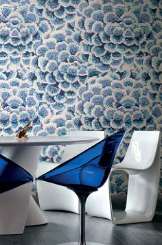 New for the Bisazza 2016 Collection is a cool, contemporary floral: DALIA BLU… Mosaic Bathroom, Mosaic Wall, Mosaic Glass, Mosaic Tiles, Small Bathroom Mirrors, Bathroom Colors, Bathrooms, Terrazzo, Black And Gold Bathroom