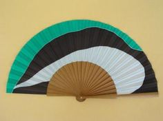 Abanico de seda pintado a mano - A32 Hand Fans, Bulgaria, Shapes, Pattern, Fashion, Painted Silk, Painted Fan, Margaritas, Hands